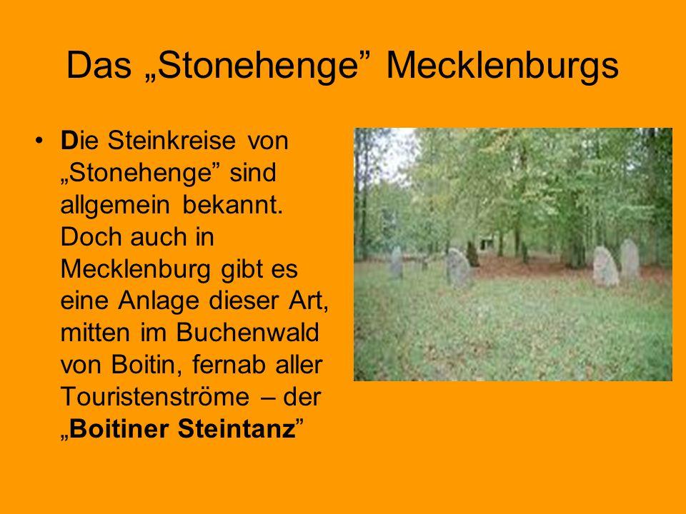 Das Stonehenge Mecklenburgs Die Steinkreise vonStonehenge sind allgemein bekannt. Doch auch in Mecklenburg gibt es eine Anlage dieser Art, mitten im B