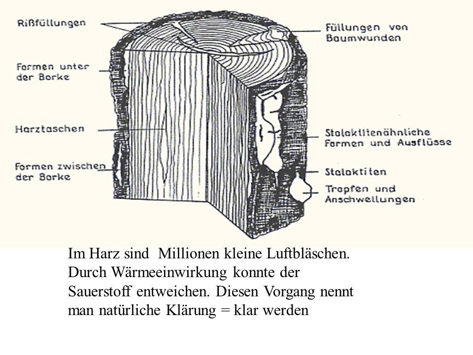 Im Harz sind Millionen kleine Luftbläschen.Durch Wärmeeinwirkung konnte der Sauerstoff entweichen.