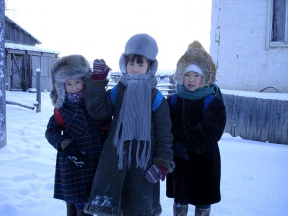 Die 2200 Einwohner haben keine Ahnung von den Annehmlichkeiten einer Stadt. Die Kinder gehen nur bei Temperaturen unter - 52 ° C zur Schule.