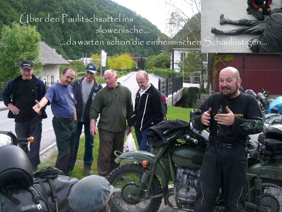 Über den Paulitschsattel ins slowenische… …da warten schon die einheimischen Schaulustigen…