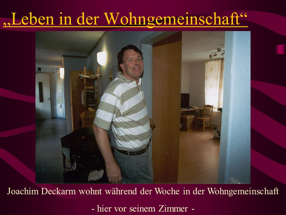 Leben in der Wohngemeinschaft Joachim Deckarm wohnt während der Woche in der Wohngemeinschaft - hier vor seinem Zimmer -