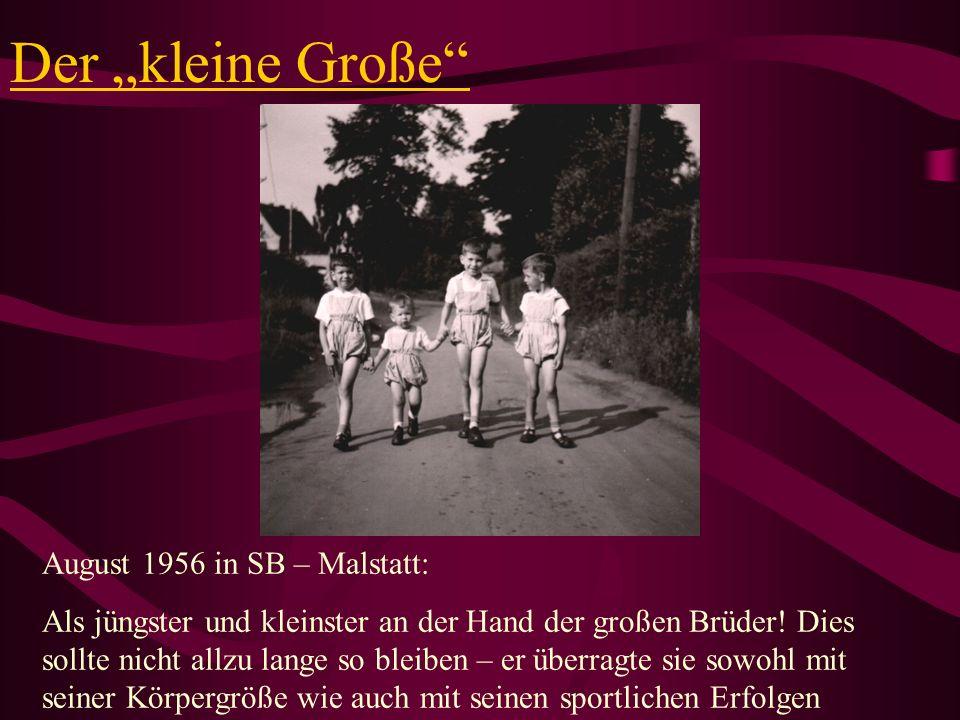 Der kleine Große August 1956 in SB – Malstatt: Als jüngster und kleinster an der Hand der großen Brüder! Dies sollte nicht allzu lange so bleiben – er