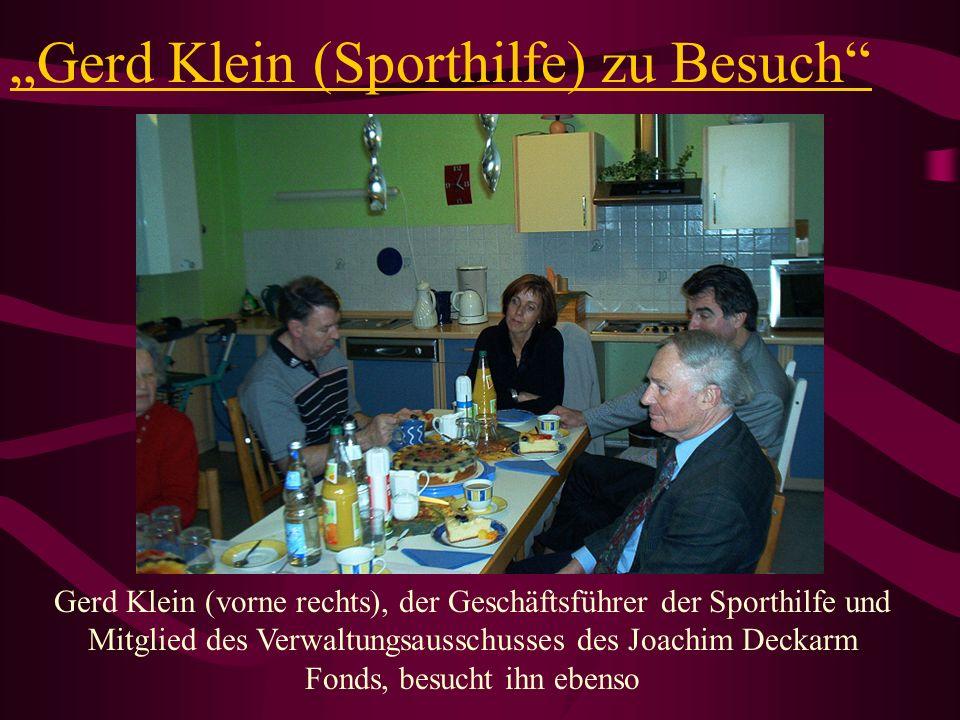 Gerd Klein (Sporthilfe) zu Besuch Gerd Klein (vorne rechts), der Geschäftsführer der Sporthilfe und Mitglied des Verwaltungsausschusses des Joachim De