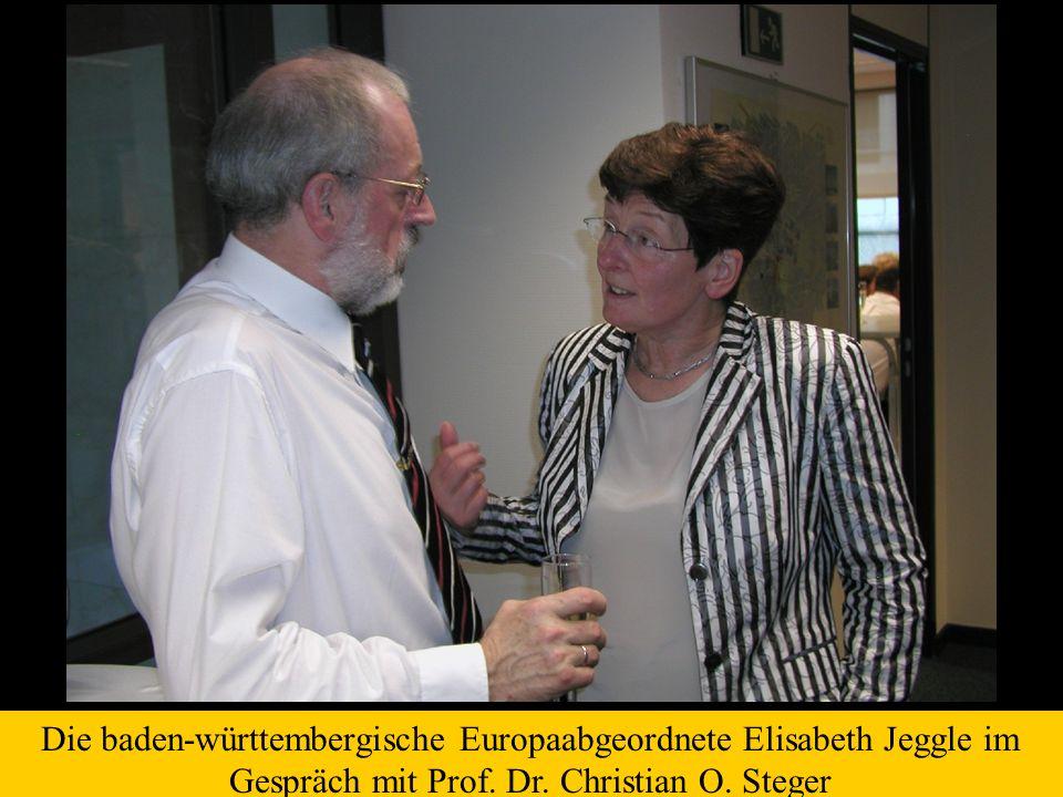 Die baden-württembergische Europaabgeordnete Elisabeth Jeggle im Gespräch mit Prof.