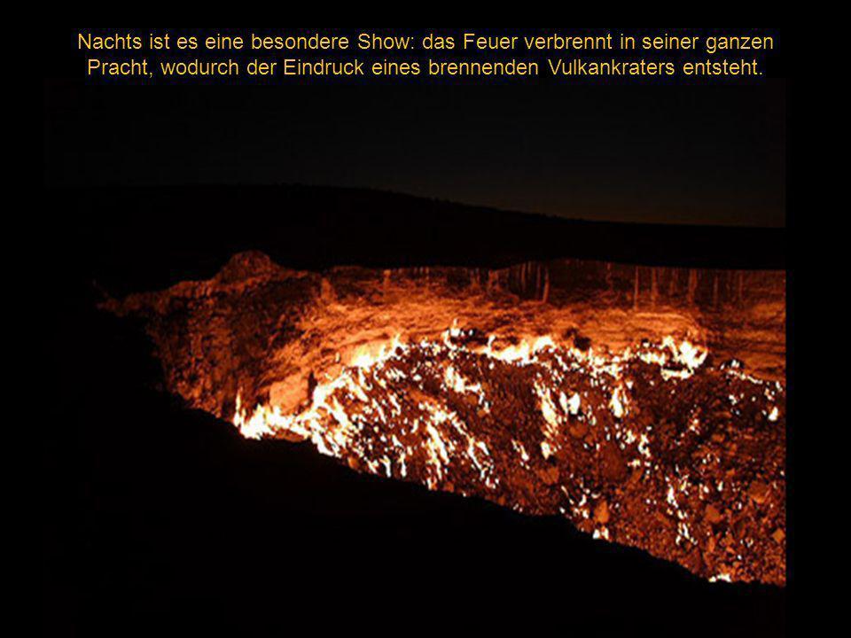Nachts ist es eine besondere Show: das Feuer verbrennt in seiner ganzen Pracht, wodurch der Eindruck eines brennenden Vulkankraters entsteht.