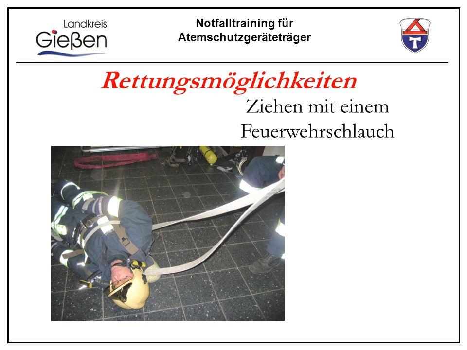 Notfalltraining für Atemschutzgeräteträger Rettungsmöglichkeiten Ziehen mit einem Feuerwehrschlauch