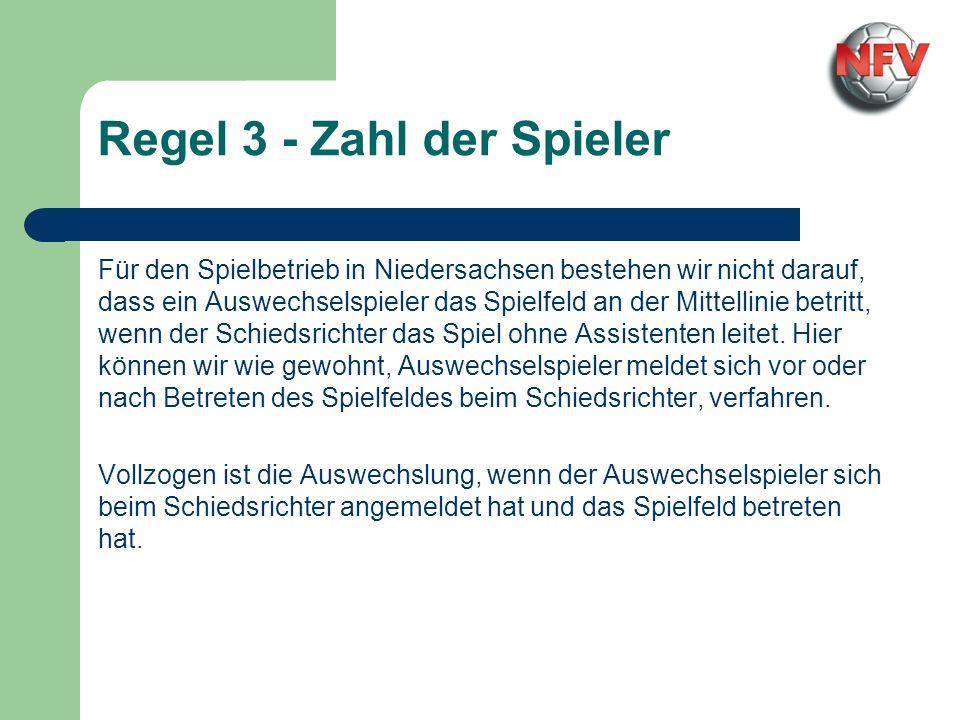 Für den Spielbetrieb in Niedersachsen bestehen wir nicht darauf, dass ein Auswechselspieler das Spielfeld an der Mittellinie betritt, wenn der Schiedsrichter das Spiel ohne Assistenten leitet.