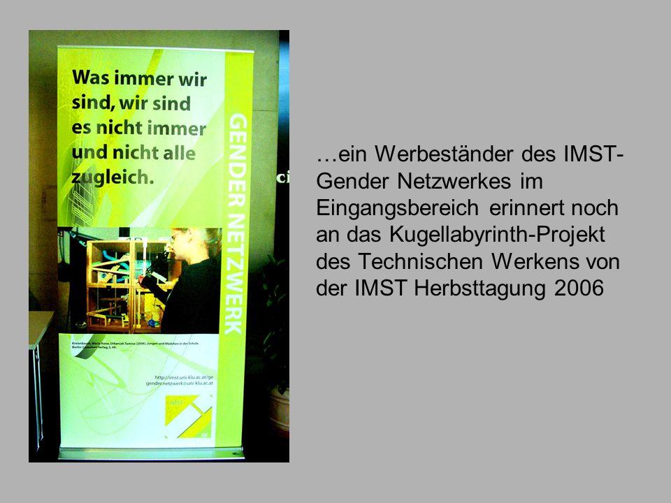 …ein Werbeständer des IMST- Gender Netzwerkes im Eingangsbereich erinnert noch an das Kugellabyrinth-Projekt des Technischen Werkens von der IMST Herb