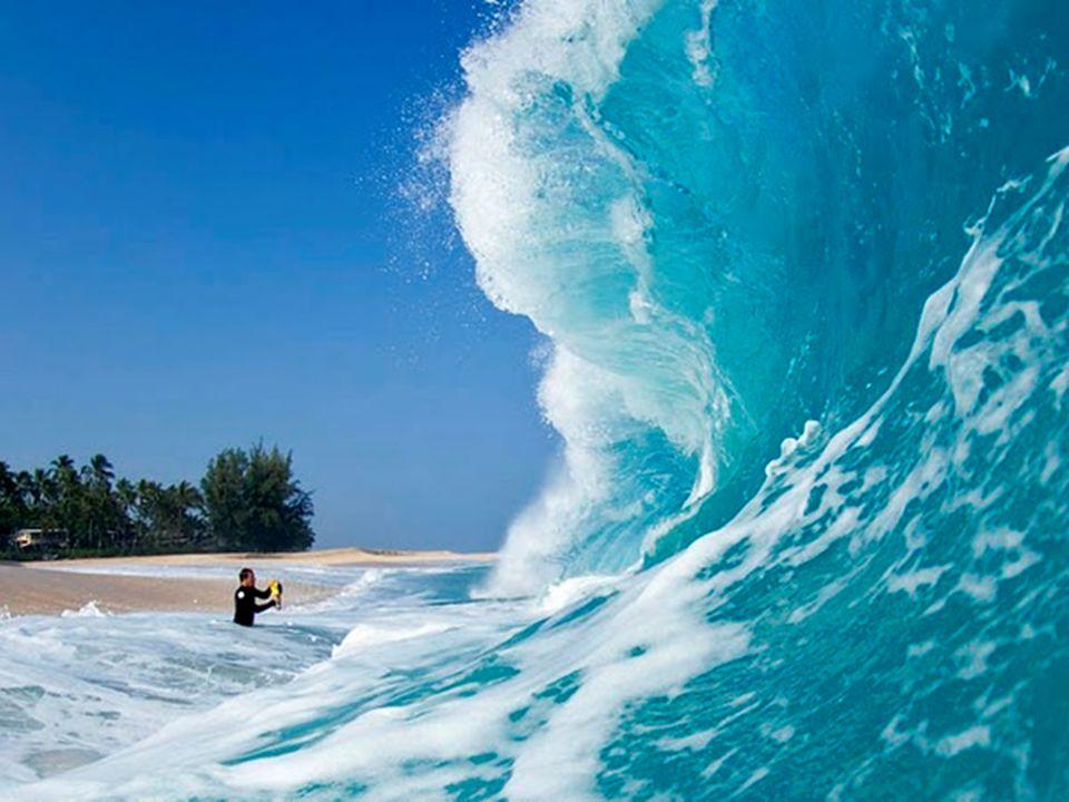 IM INNEREN DER WOGEN Bilder, die den Atem rauben ! Umwerfende Fotos aus dem Inneren gigantischer Wellen in denen das Wasser 30 – 40 Fuß hoch steht. Ke