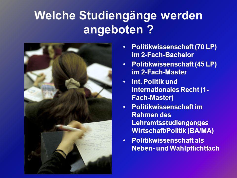 Politikwissenschaft kann an nahezu jeder deutschen Universität studiert werden Flächendeckend ist auf BA/MA umgestellt Große Vielfalt neuer Studiengänge Informationen zu den Studienorten und -angeboten: www.dvpw.de