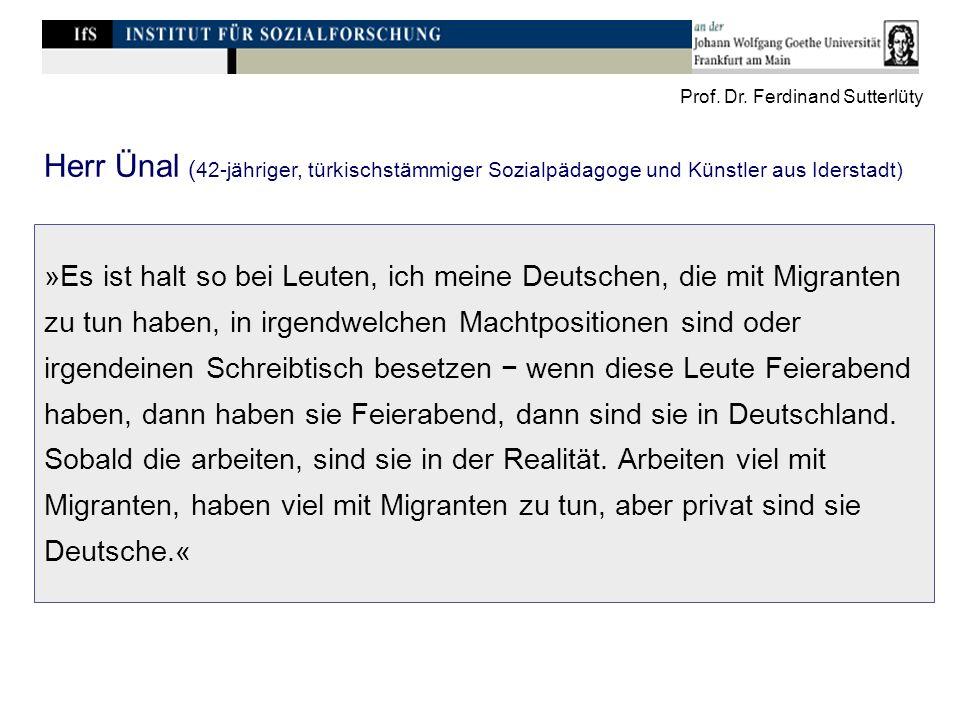 »Es ist halt so bei Leuten, ich meine Deutschen, die mit Migranten zu tun haben, in irgendwelchen Machtpositionen sind oder irgendeinen Schreibtisch besetzen wenn diese Leute Feierabend haben, dann haben sie Feierabend, dann sind sie in Deutschland.