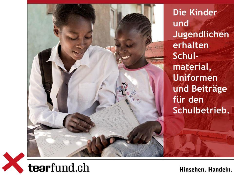 Die Kinder und Jugendlichen erhalten Schul- material, Uniformen und Beiträge für den Schulbetrieb.