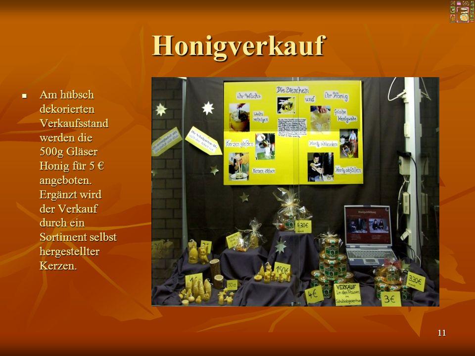 11 Honigverkauf Am hübsch dekorierten Verkaufsstand werden die 500g Gläser Honig für 5 angeboten. Ergänzt wird der Verkauf durch ein Sortiment selbst