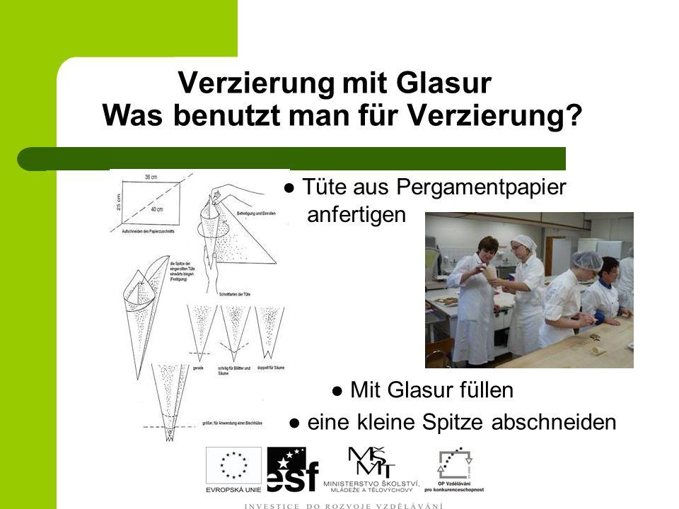 Verzierung mit Glasur Was benutzt man für Verzierung? Tüte aus Pergamentpapier anfertigen Mit Glasur füllen eine kleine Spitze abschneiden