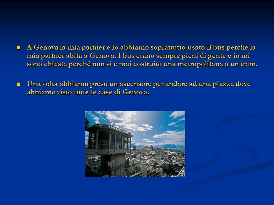 A Genova la mia partner e io abbiamo soprattutto usato il bus perché la mia partner abita a Genova. I bus erano sempre pieni di gente e io mi sono chi