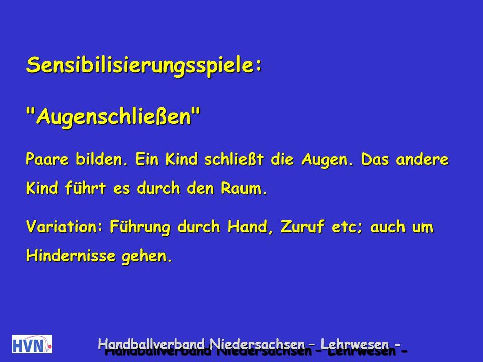 Handballverband Niedersachsen – Lehrwesen - Regelspiele: Ortswechsel Alle Kinder bewegen ein Tuch.