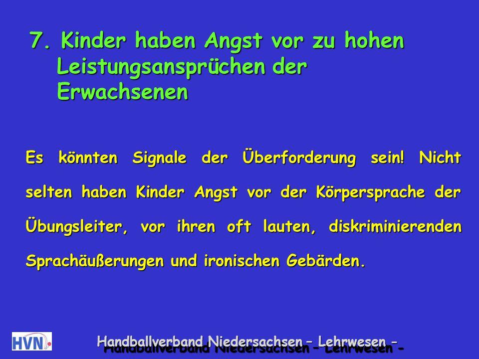 Handballverband Niedersachsen – Lehrwesen - Spiele zur Förderung gemeinsamen Handelns, bei denen jede Leistung bedeutsam ist Spiele mit dem Schwungtuch Alle Kinder bewegen ein Schwungtuch.