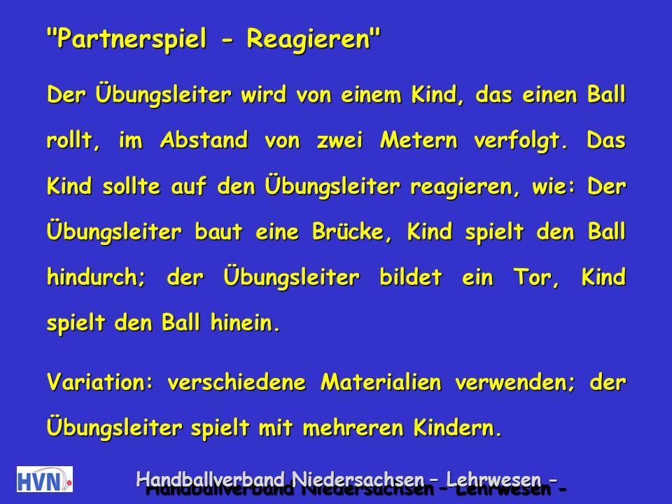 Handballverband Niedersachsen – Lehrwesen - Roboter Der Übungsleiter und ein Kind bilden ein Paar.