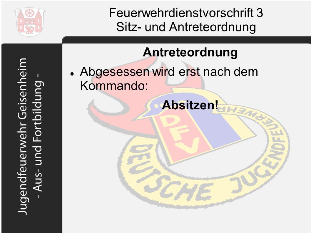Feuerwehrdienstvorschrift 3 Sitz- und Antreteordnung Antreteordnung Abgesessen wird erst nach dem Kommando: Absitzen!