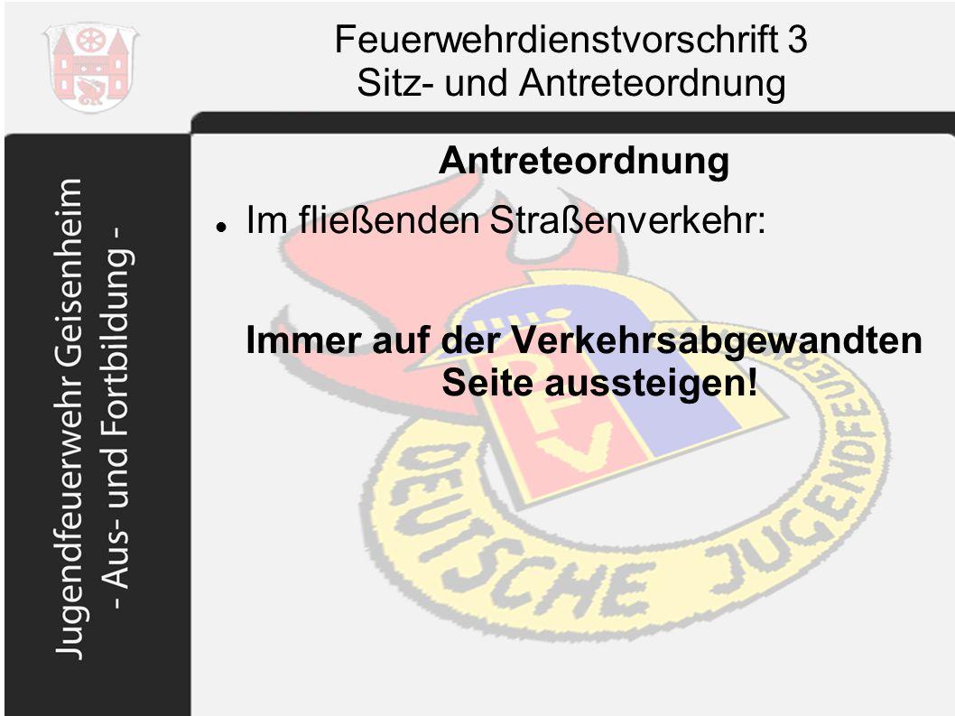 Feuerwehrdienstvorschrift 3 Sitz- und Antreteordnung Antreteordnung Im fließenden Straßenverkehr: Immer auf der Verkehrsabgewandten Seite aussteigen!