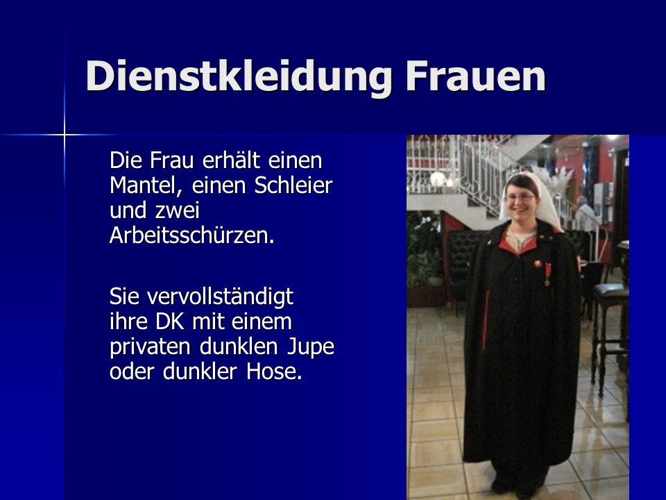 Dienstkleidung Frauen Die Frau erhält einen Mantel, einen Schleier und zwei Arbeitsschürzen. Sie vervollständigt ihre DK mit einem privaten dunklen Ju