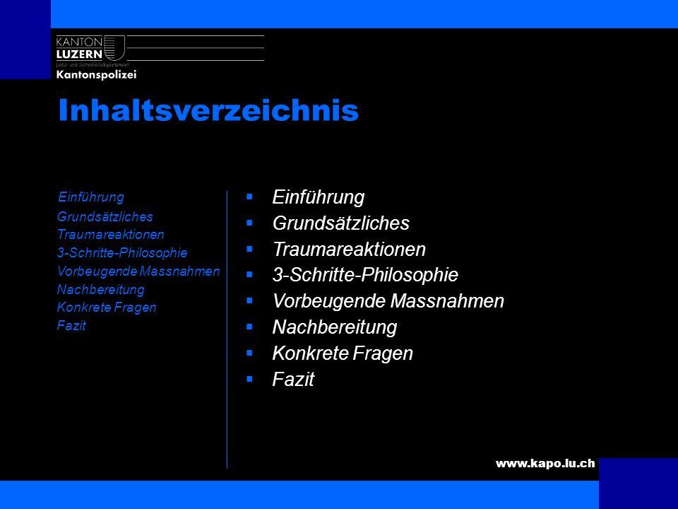 www.kapo.lu.ch Der/die ideale Polizist/in Schiesst so treffsicher, dass bei Nacht ein fliehender Raubmörder mit leicht heilendem Wadenschuss gestellt
