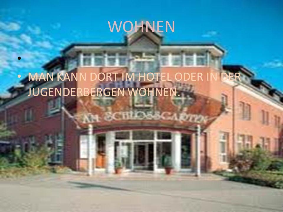WOHNEN MAN KANN DORT IM HOTEL ODER IN DER JUGENDERBERGEN WOHNEN.