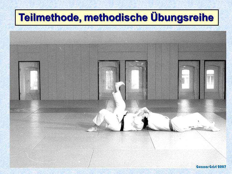Teilmethode, methodische Übungsreihe Ich zeige Dir die einfache Form, wenn Du die beherrschst, wird es schwieriger! Die zu vermittelnde sportliche Auf