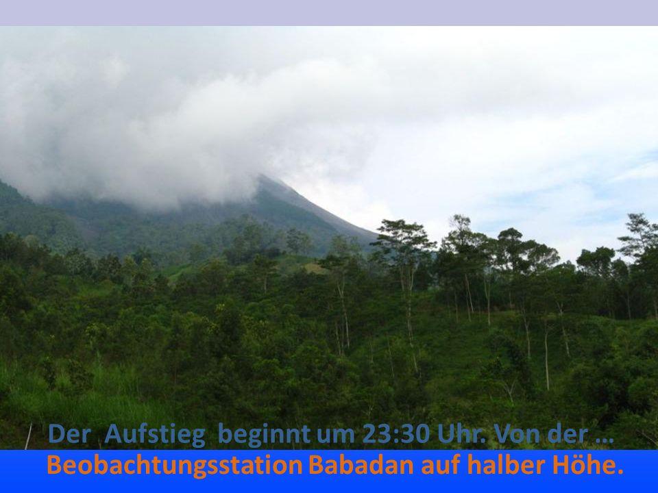 Der Aufstieg beginnt um 23:30 Uhr. Von der … Beobachtungsstation Babadan auf halber Höhe.