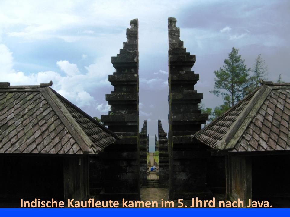 Indische Kaufleute kamen im 5. Jhrd nach Java.