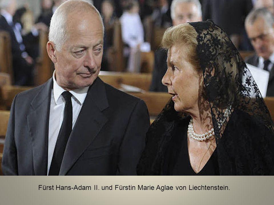 Unmittelbar daneben Bundespräsident Heinz Fischer mit Ehefrau Margit.