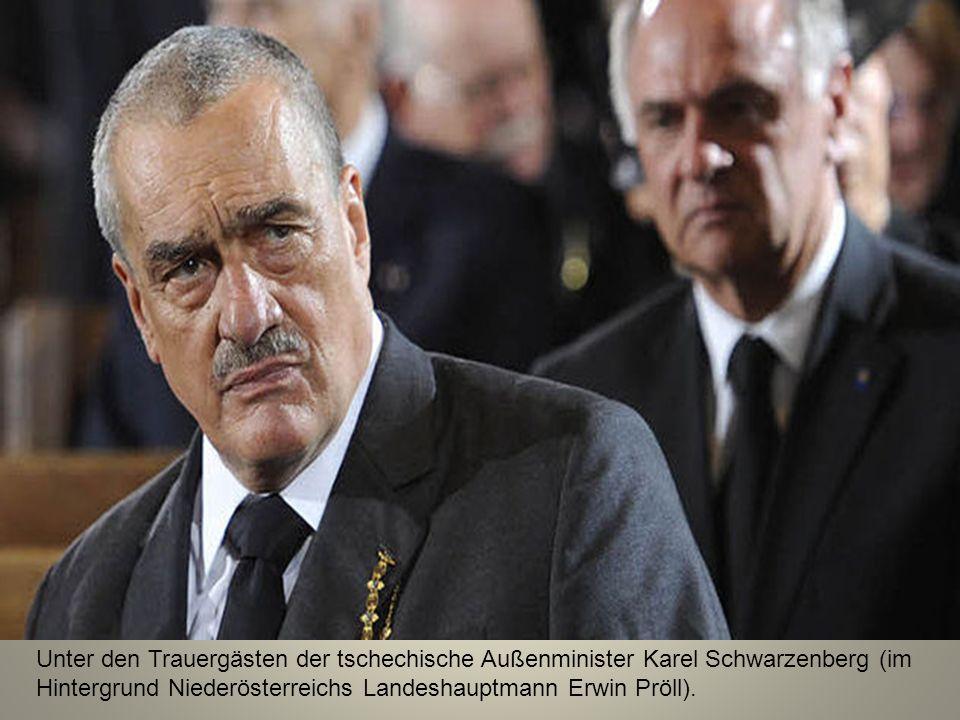 Unter den Trauergästen der tschechische Außenminister Karel Schwarzenberg (im Hintergrund Niederösterreichs Landeshauptmann Erwin Pröll).