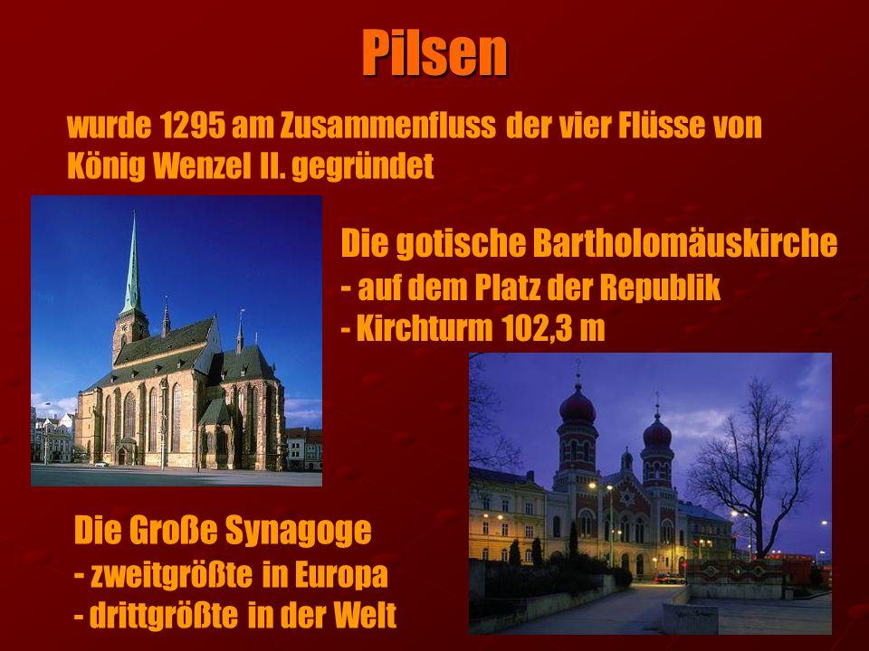 Die gotische Bartholomäuskirche - auf dem Platz der Republik - Kirchturm 102,3 m Die Große Synagoge - zweitgrößte in Europa - drittgrößte in der Welt
