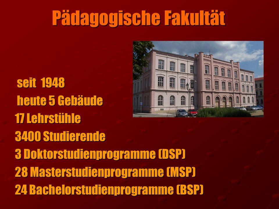 Pädagogische Fakultät seit 1948 seit 1948 heute 5 Gebäude heute 5 Gebäude 17 Lehrstühle 3400 Studierende 3 Doktorstudienprogramme (DSP) 28 Masterstudi