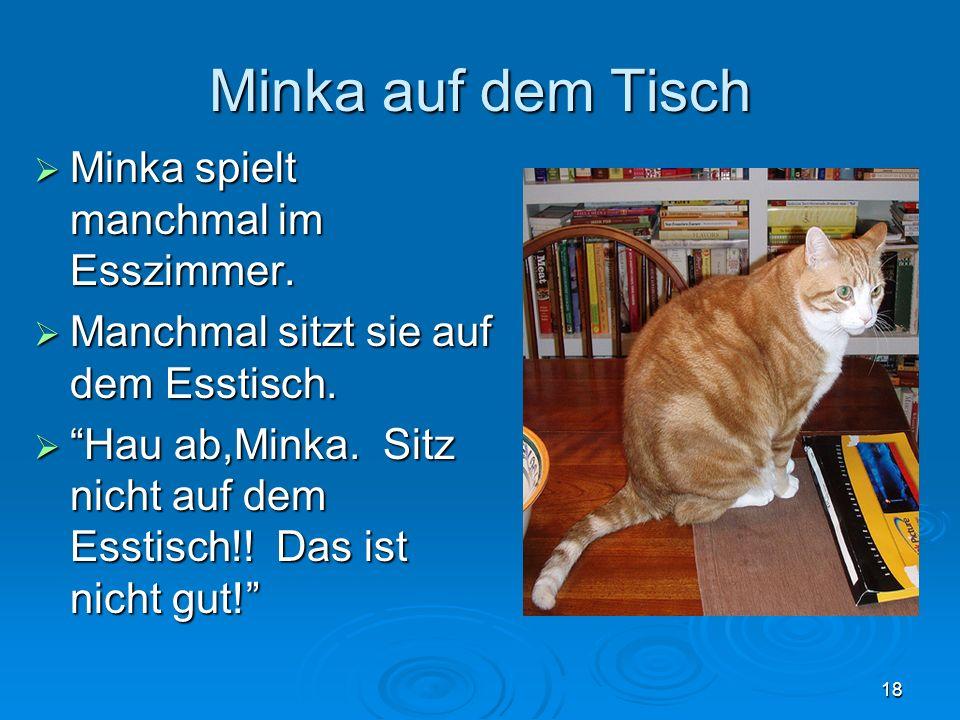 Minka auf dem Tisch Minka spielt manchmal im Esszimmer. Minka spielt manchmal im Esszimmer. Manchmal sitzt sie auf dem Esstisch. Manchmal sitzt sie au