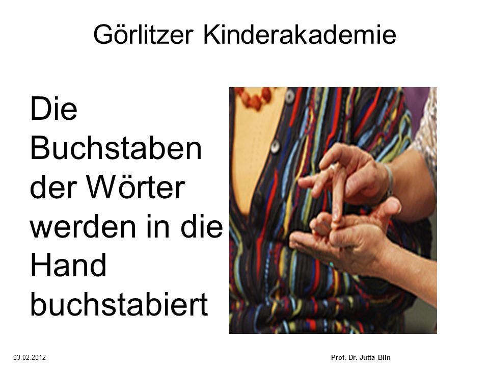 03.02.2012Prof. Dr. Jutta Blin Görlitzer Kinderakademie Die Buchstaben der Wörter werden in die Hand buchstabiert