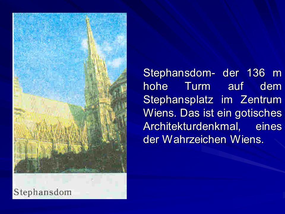 Stephansdom- der 136 m hohe Turm auf dem Stephansplatz im Zentrum Wiens. Das ist ein gotisches Architekturdenkmal, eines der Wahrzeichen Wiens.