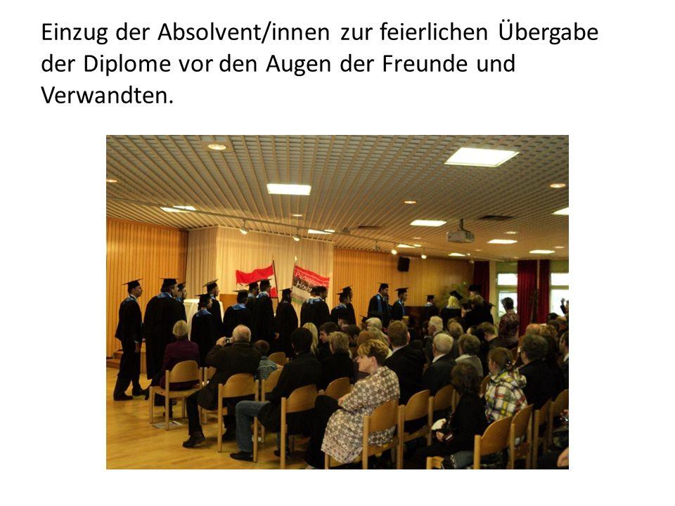 Mag.Alexandra Alberich leitet durch die Feier.