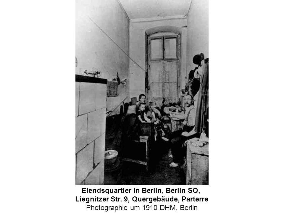 Elendsquartier in Berlin, Berlin SO, Liegnitzer Str. 9, Quergebäude, Parterre Photographie um 1910 DHM, Berlin