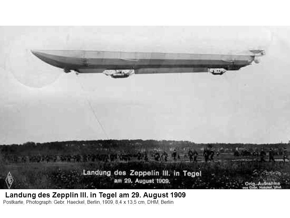 Landung des Zepplin III. in Tegel am 29. August 1909 Postkarte, Photograph: Gebr. Haeckel, Berlin, 1909, 8,4 x 13,5 cm, DHM, Berlin