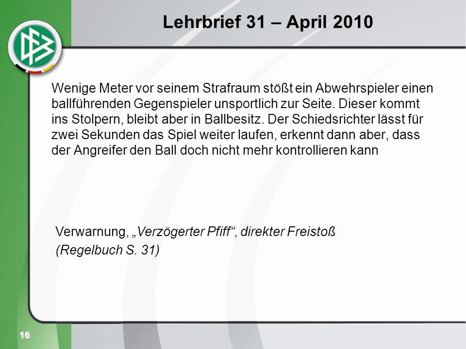 16 Lehrbrief 31 – April 2010 Wenige Meter vor seinem Strafraum stößt ein Abwehrspieler einen ballführenden Gegenspieler unsportlich zur Seite.