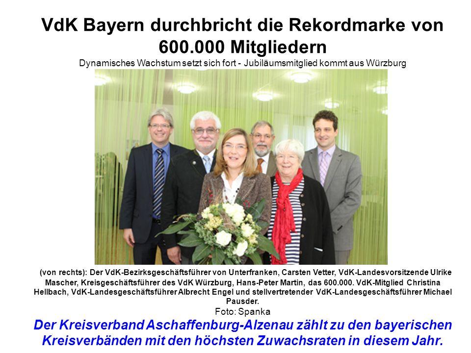 VdK Bayern durchbricht die Rekordmarke von 600.000 Mitgliedern Dynamisches Wachstum setzt sich fort - Jubiläumsmitglied kommt aus Würzburg (von rechts): Der VdK-Bezirksgeschäftsführer von Unterfranken, Carsten Vetter, VdK-Landesvorsitzende Ulrike Mascher, Kreisgeschäftsführer des VdK Würzburg, Hans-Peter Martin, das 600.000.