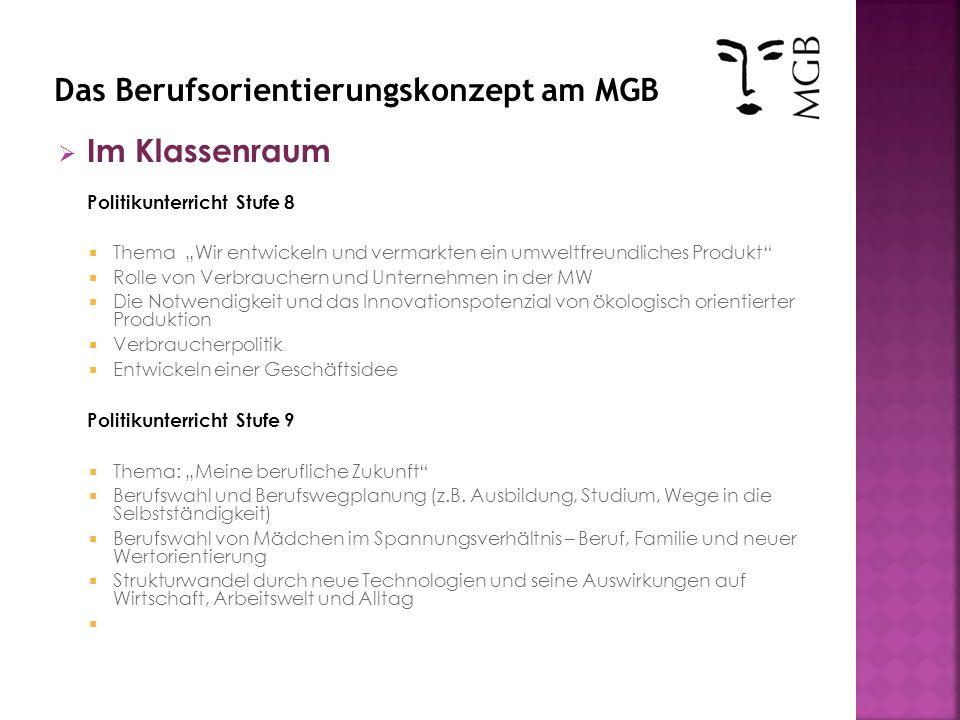 Im Klassenraum Deutschunterricht - Stufe 8 Bewerbungstraining erste konkrete Berufsvorbereitung Bewerbung- und Lebenslauf schreiben Vorstellungsgespräche üben Eignungstests kennen lernen teilweise in Zusammenarbeit mit den Krankenkassen