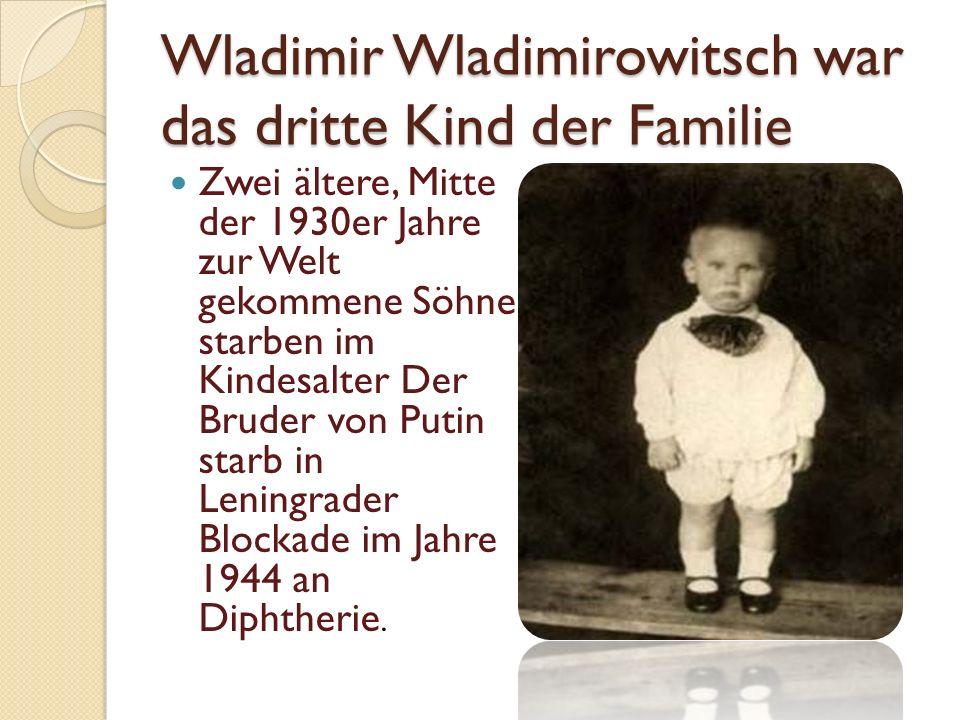 Wladimir Wladimirowitsch war das dritte Kind der Familie Zwei ältere, Mitte der 1930er Jahre zur Welt gekommene Söhne starben im Kindesalter Der Bruder von Putin starb in Leningrader Blockade im Jahre 1944 an Diphtherie.