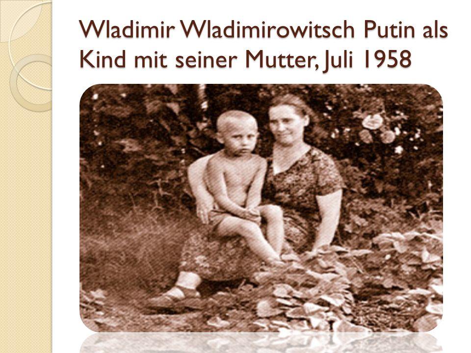 Wladimir Wladimirowitsch Putin als Kind mit seiner Mutter, Juli 1958