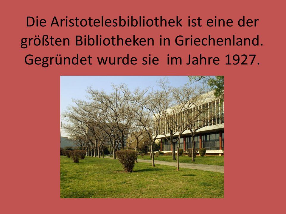 Die Aristotelesbibliothek ist eine der größten Bibliotheken in Griechenland. Gegründet wurde sie im Jahre 1927.
