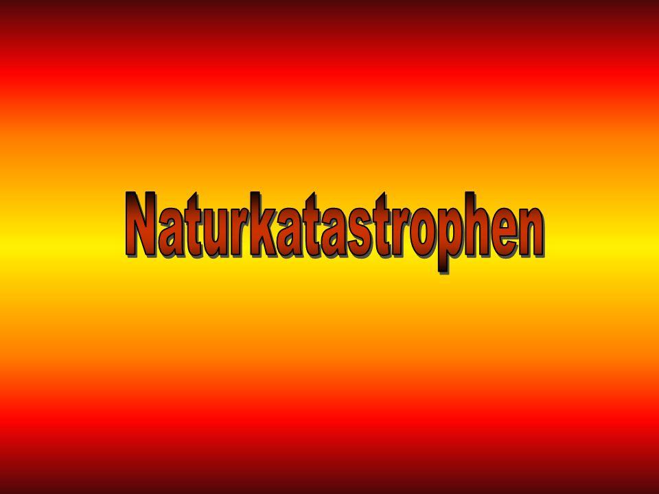 Eine Naturkatastrophe ist eine natürlich entstandene Veränderung (změna) der Erdoberfläche oder der Atmosphäre, die auf Lebewesen (živý tvor) und deren Umgebung (prostředí) verheerende (zpustošené) Auswirkungen (důsledky) hat.