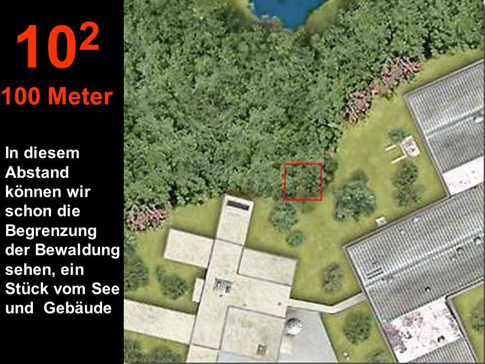 In diesem Abstand können wir schon die Begrenzung der Bewaldung sehen, ein Stück vom See und Gebäude 10 2 100 Meter
