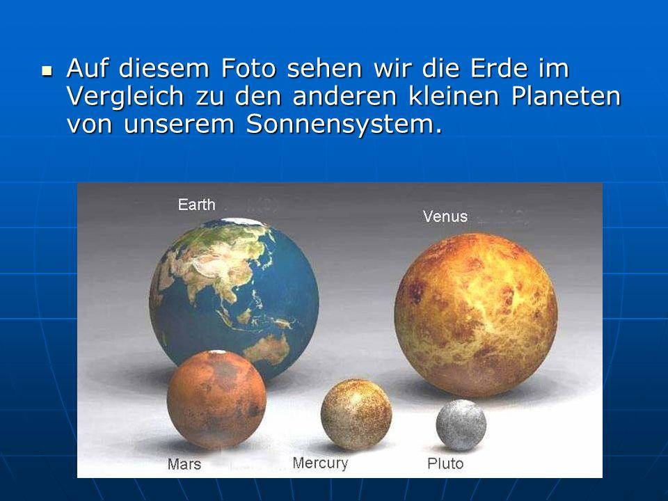 Auf diesem Foto sehen wir die Erde im Vergleich zu den anderen kleinen Planeten von unserem Sonnensystem. Auf diesem Foto sehen wir die Erde im Vergle