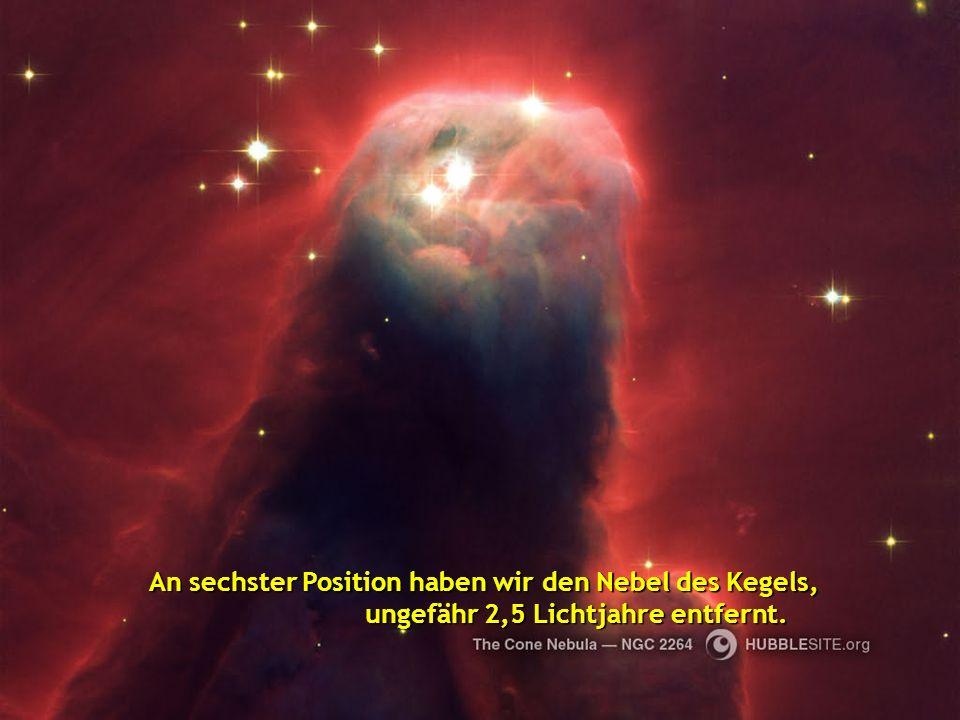 An fünfter Position sehen wir den Nebel Eieruhr der 8000 Lichtjahre entfernt ist, ein schöner Nebel mit einer Verengung in seinem zentralen Teil.